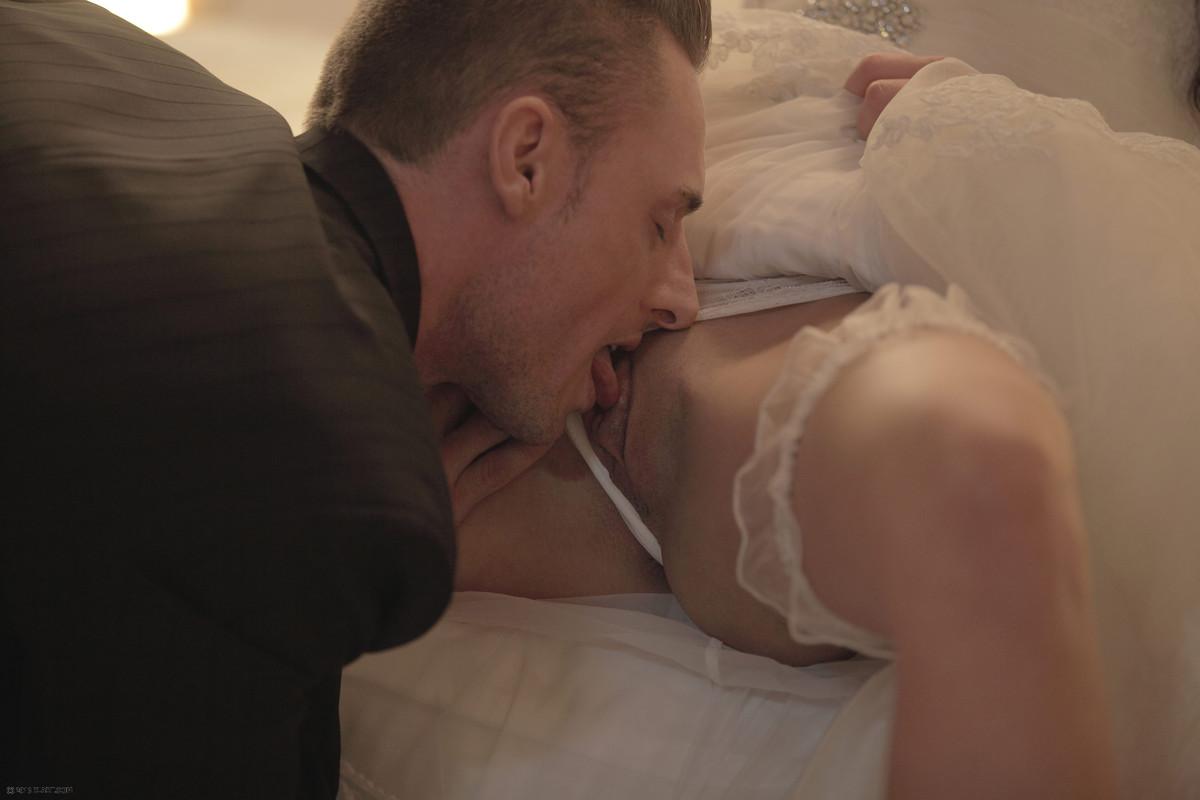 krasivaya-erotika-molodozhen-video-rokko-i-razvratnie-lesbiyanki-s-ogromnimi-pizdami