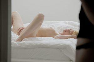 x-art_caprice_izzy_girls_who_like_girls-2-sml