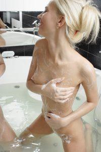 x-art_amanda_tasha_bathing_beauties-15-sml